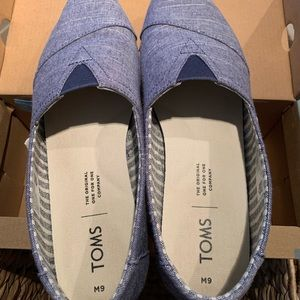 Toms navy rugged canvas size 9 blue